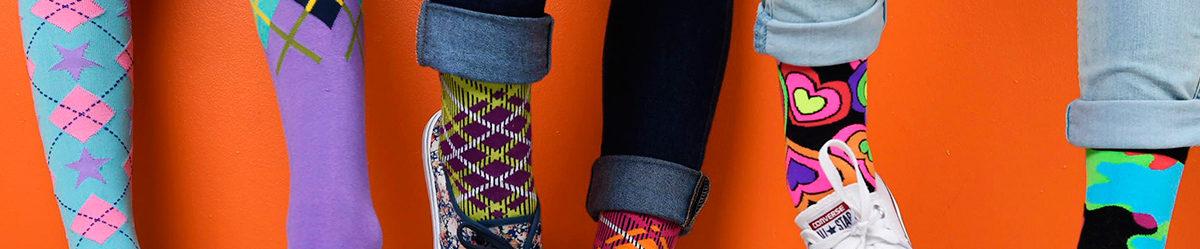 pernas sapatos meias coloridas